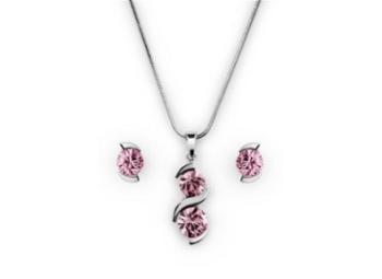 zajímavý stříbrný set - náhrdelník a náušnice s růžovými kamínky se hodí zejména pro drobné ženy