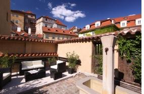 Appia_Residences_garden2_2012_800px