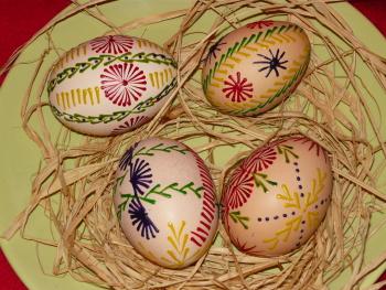 Vajíčka malovaná voskem z obyčejných voskovek vypadjí krásně