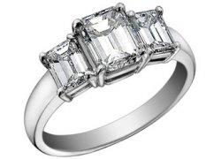 Zásnubní prsten s diamanty, cena: 40 690 Kč