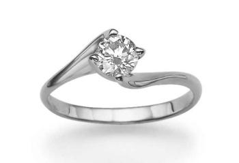 """Nabídka zásnubních prstenů je dnes velice široká. Váš zásnubní prsten může vypadat např. takto. Měl by jej zdobit jeden větší """"kámen"""" - zirkon, diamant apod."""