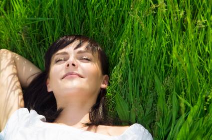 Klíšťata se vyskutují obvykle v trávě, ale nejen v lese, ale můžete jej mít u i vás na zahradě